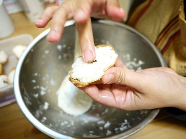 豆皮壽司-媽先示範做一個