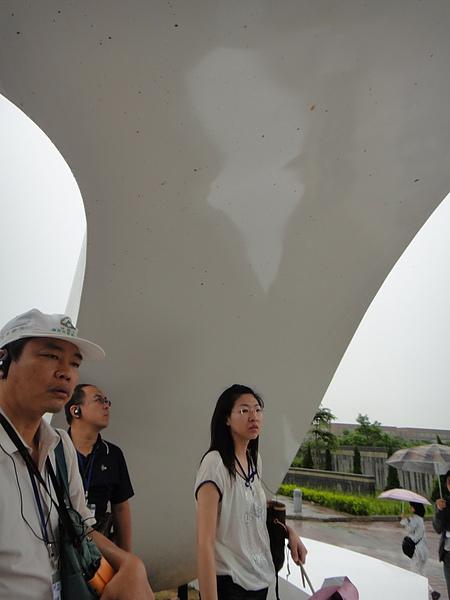 國防大學-榮耀之門:可以避雨