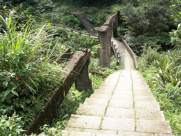 年久失修的水郡橋,