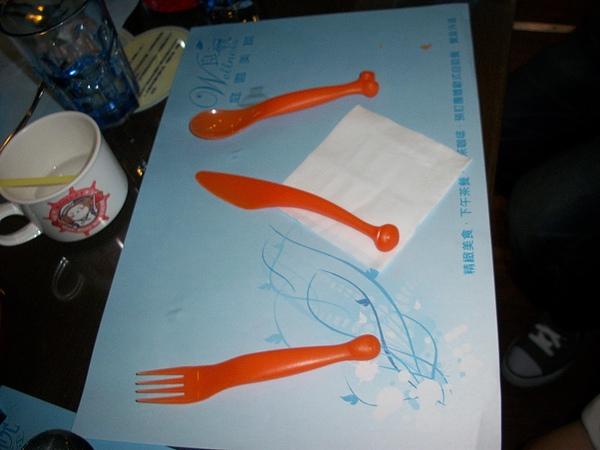 兒童餐具...顏色鮮艷