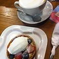卡布奇諾 + 週日野莓塔