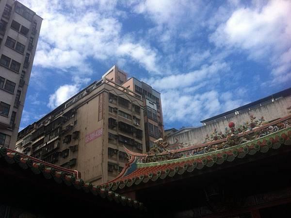 龍山寺加上超好的天氣