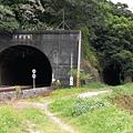 福住隧道右邊有一個小隧道可以給人走