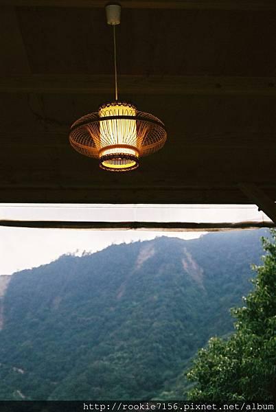 烤肉區的電燈