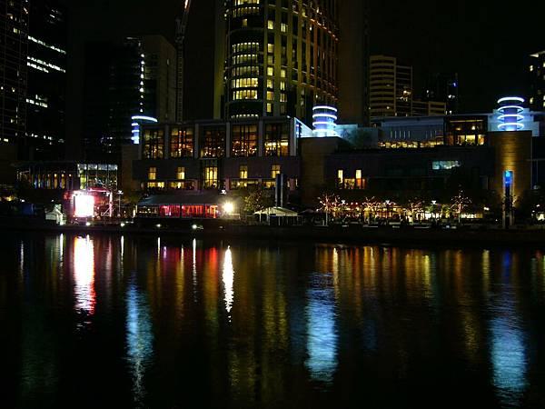 CROWN賭場旁的河岸.jpg