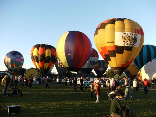 其它的氣球努力加油中.JPG
