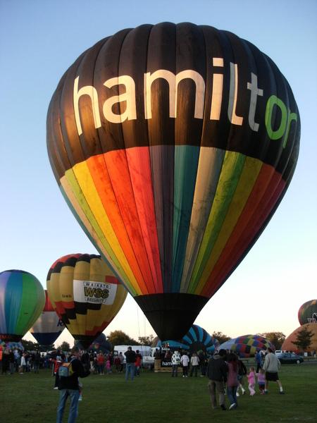 這是HAMILTON的精神指標喔!!可以在當地參加TOUR搭乘~天天都有~就在我家後面起飛.JPG