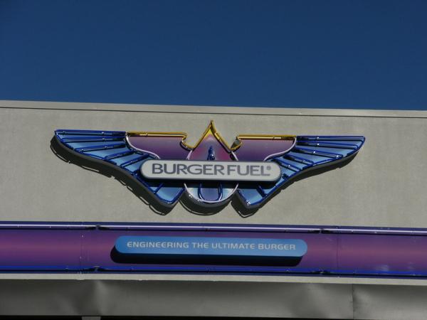 因為去了I SITE拿到BURGER FUEL的FREE CHIPS券~所以當下就決定中餐啦^^.JPG