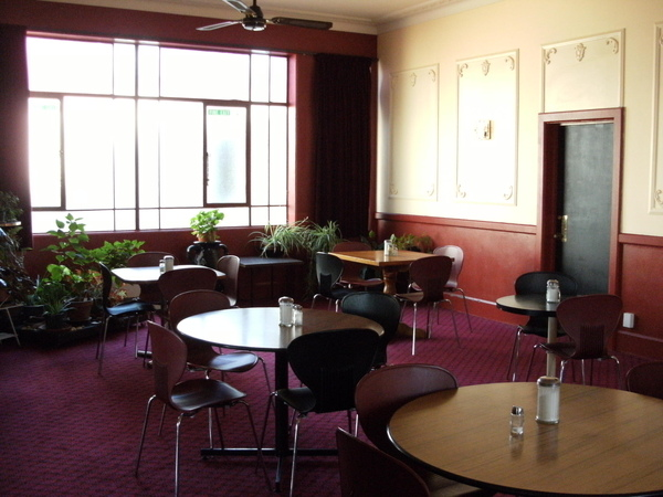 整間用餐室也裝的跟外面的CAFE一樣舒服.JPG