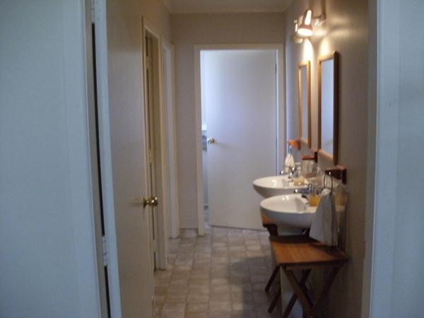 這裡就是比較大間的廁所及浴室~~但比較過後我還是比較喜歡女生那間