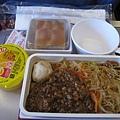 飛機上的第一餐,肉燥米粉