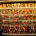 食品店賣一大堆起司類的商品