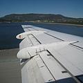機翼下面的橫板會伸出來控制角度