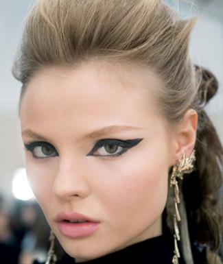 eyeliner-makeup-creative-and-dramatic-look-2.jpg