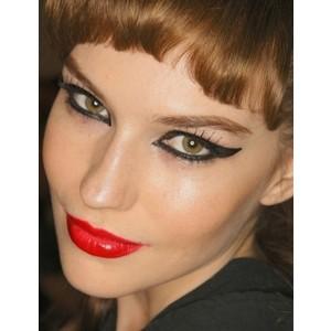 red-lips-cat-eyes-makeup.jpg