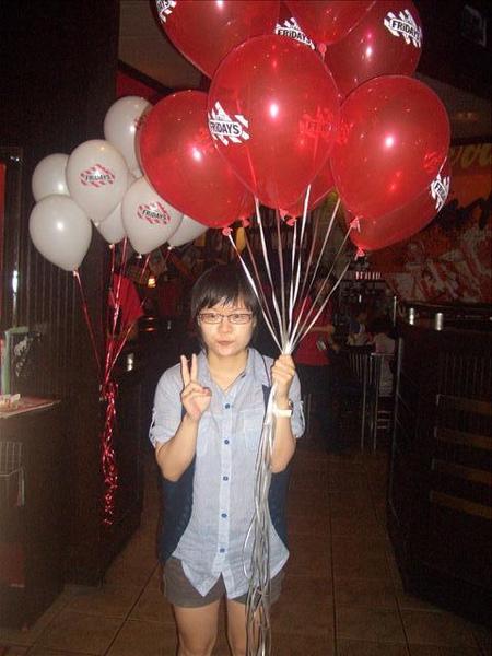 涵瀞拿氣球