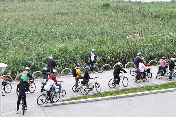 自行車道伴隨美景