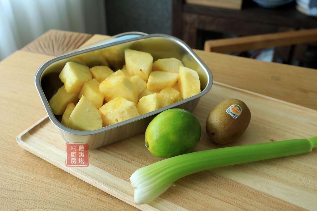 鳳梨芹菜蔬果汁.jpg