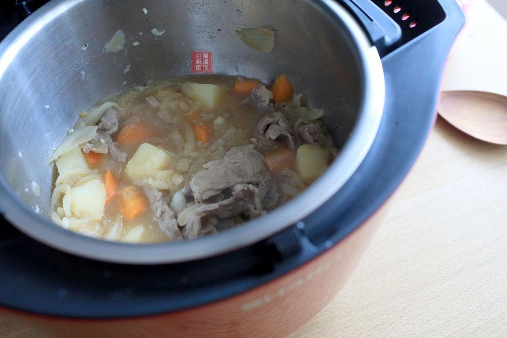 馬鈴薯燉肉09.jpg
