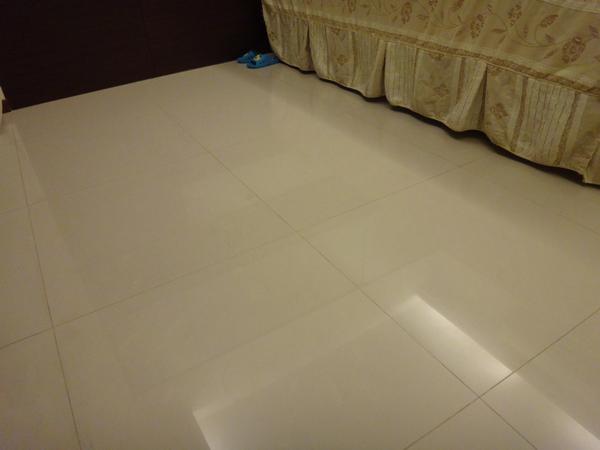 前主臥地板