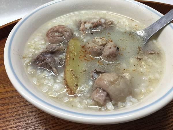 156476ac219bce-豬腸排骨糙米稀飯.jpg