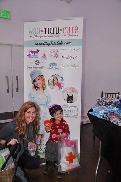 Christie Lynn Smith (Castle) and her daughter Abby.jpg