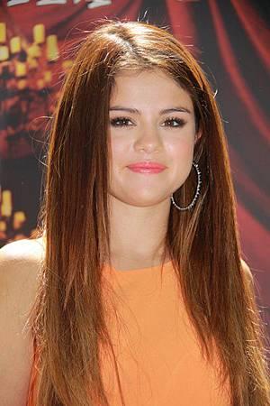 Selena-Gomez-Hotel-TransylvaniaIHA-005700