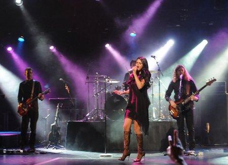 selena-gomez-vevo-go-show-02
