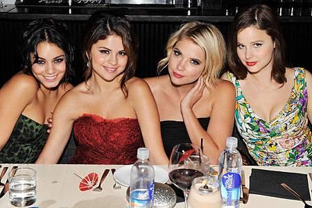 Selena+Gomez+vitaminwater+Hosts+Dinner+Cast+H0HWzmxk4m_l