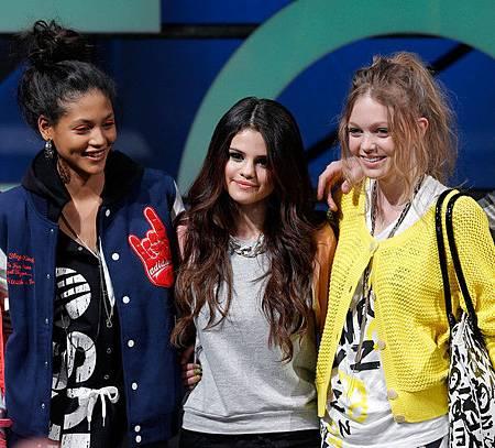 Selena+Gomez+adidas+NEO+Label+Runway+Fall+H1Id_zgwRw5l