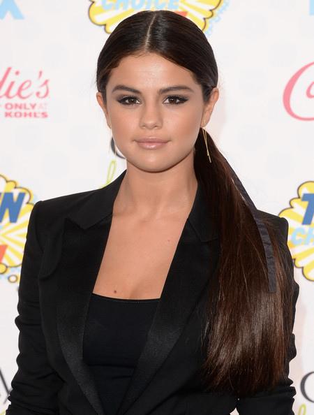 Selena+Gomez+Arrivals+Teen+Choice+Awards+vJ_qx5R7BOvl