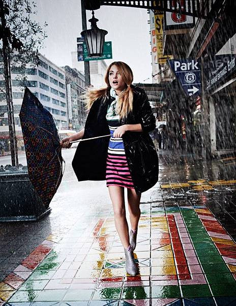 Elyse-Saunders-by-David-Burton-Rain-Girl-Elle-Italia-April-2011-11-e1302723946234