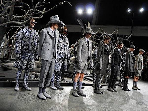 purple_paul-mouginot_thom-browne-m-aw14-25-copie_1500_0_resize_90-610x457