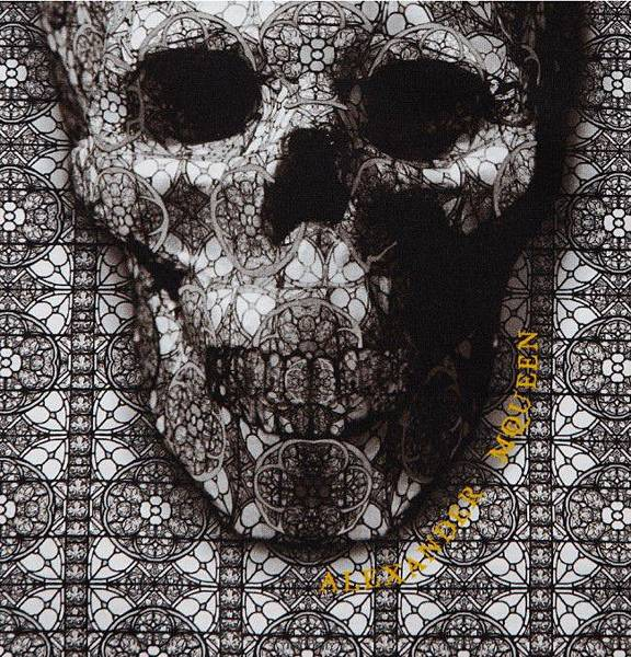 alexander-mcqueen-skull-print-t-shirt-57806-650x678