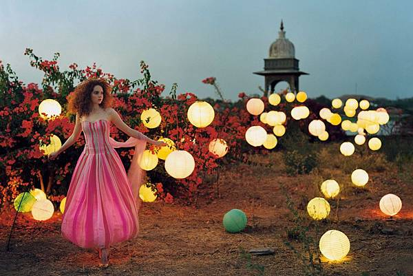 lily-cole-tim-walker-vogue-jul2005-p114_b