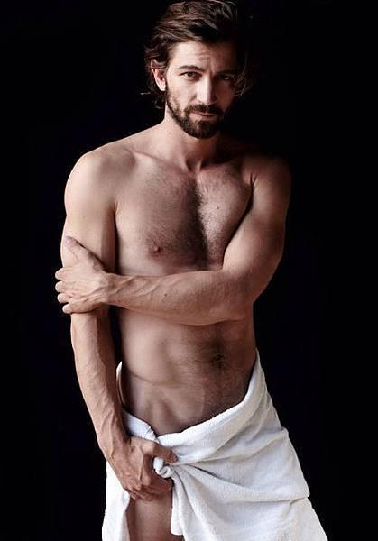 Michiel-Huisman-Mario-Testino-Towel-Series-Photo
