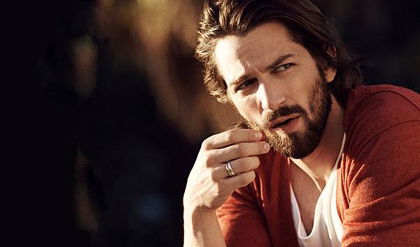 michiel-huisman-5-facts-including-wife-game-of-thrones-and-chanel-advert-Cover1