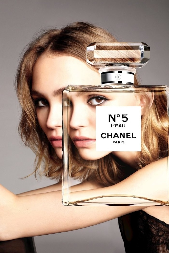 thefemin-lily-rose-depp-stuns-in-chanel-no-5-l-eau-campaign-01-700x1050.jpg