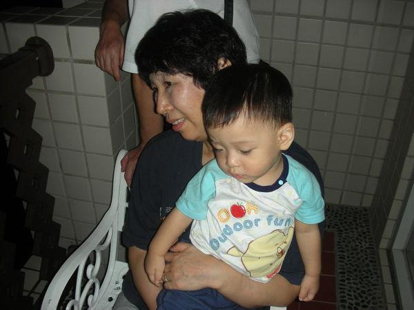 奶奶帶我看原住民表演