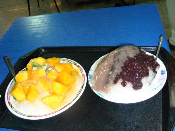 阿婆仔冰的芒果牛奶還有紅豆芋泥