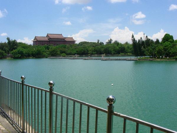 天氣超晴朗的澄清湖
