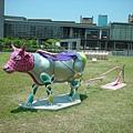 犁田的粉紅牛兒