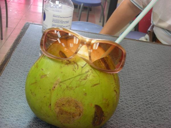 椰子戴眼鏡~