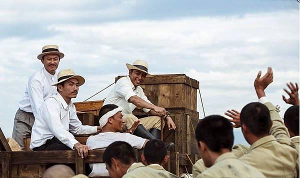大澤隆夫(中)在《KANO》飾演日本工程師八田與一。