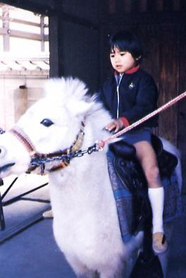 騎白馬.JPG