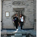 0827-瓶門前,我和小蕾.jpg