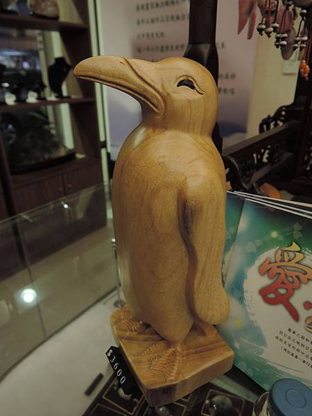 木雕企鵝擺件