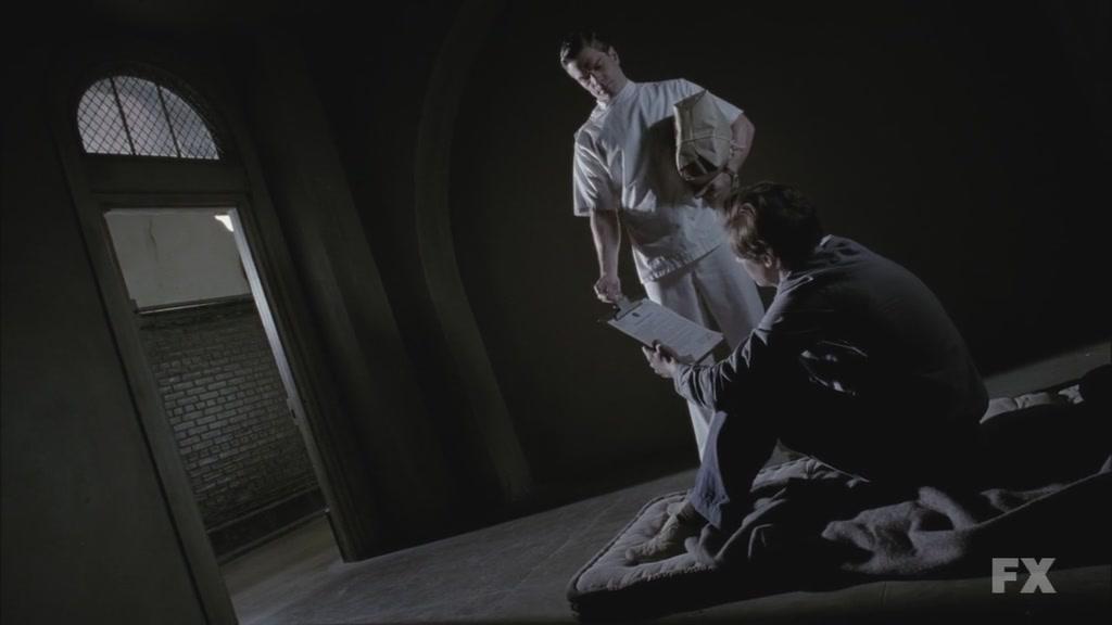 美国恐怖故事.American.Horror.Story.S02E11.Chi_Eng.HDTVrip.1024X576.x264-YYeTs人人影视[06-09-04]