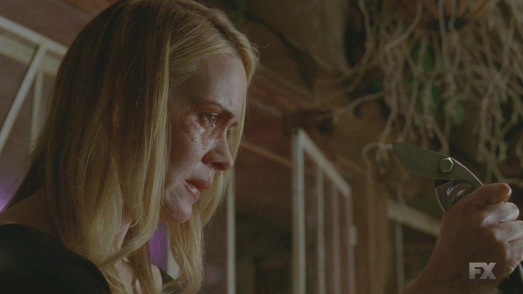 American.Horror.Story.S03E11.720p.HDTV.x264-REMARKABLE.mkv_20140119_163509.526.jpg