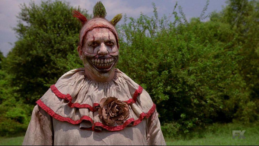 American.Horror.Story.S04E01.720p.HDTV.X264-DIMENSION.mkv_20141009_195601.468.jpg